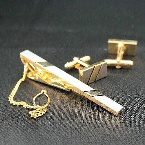 kol-dugmesi-ve-kravat-ignesi