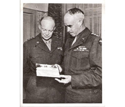 D&K-GENERAL EİSENHOWER VE GENERAL BRADLEY