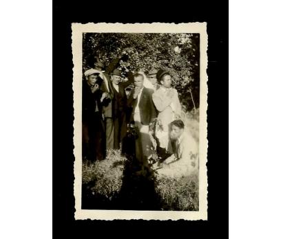 D&K- MEYVE BAHÇESİNDE İNSANLAR 1942 FOTOĞRAF