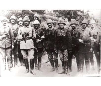 D&K-ATATÜRK-GRUP KARARGAHI ÖNÜNDE 1915