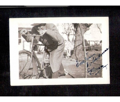 D&K- BİSİKLET SÜREN BAYAN 1948 FOTOĞRAF