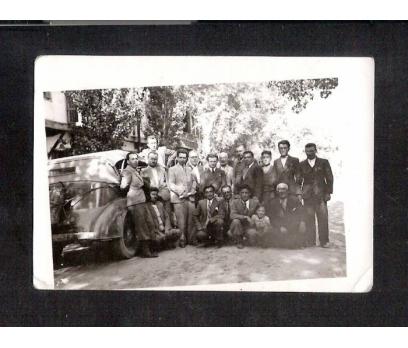 D&K- ESKİ OTOMOBİL YANINDA BEYLER FOTOĞRAF