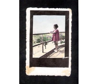 D&K- BALKONDA KÜÇÜK BİR KIZ 1944 YIL FOTOĞRAF