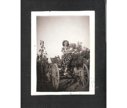 D&K- AT ARABASI ÜZERİNDE GENÇ BAYAN FOTOĞRAF
