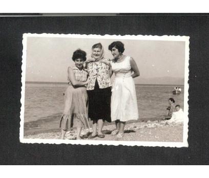D&K- BURSA SAHİLDE KADINLAR 1957 FOTOĞRAF
