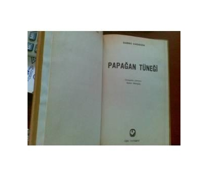 PAPAĞAN TÜNEĞİ  - BARBRO KARABUDA