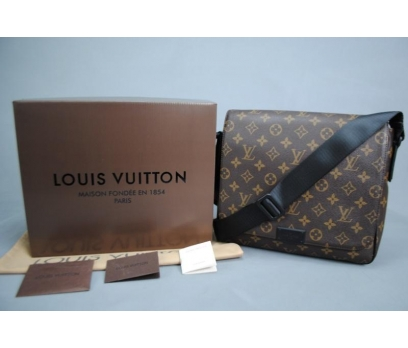 LOUIS VUITTON MONOGRAM CANVAS DİSTRİCT PM BAG 1