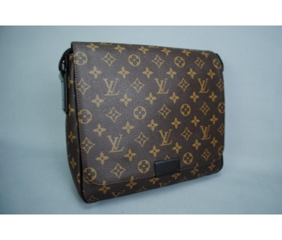 LOUIS VUITTON MONOGRAM CANVAS DİSTRİCT PM BAG 2