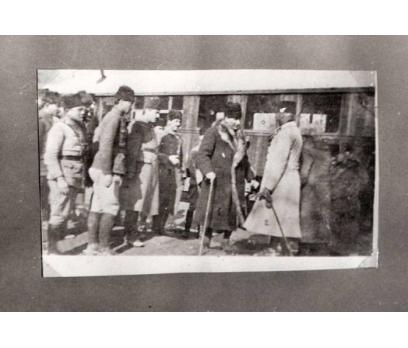 D&K-ATATÜRK-İZMİRDE ANNESİNİN MEZARINDA 1923